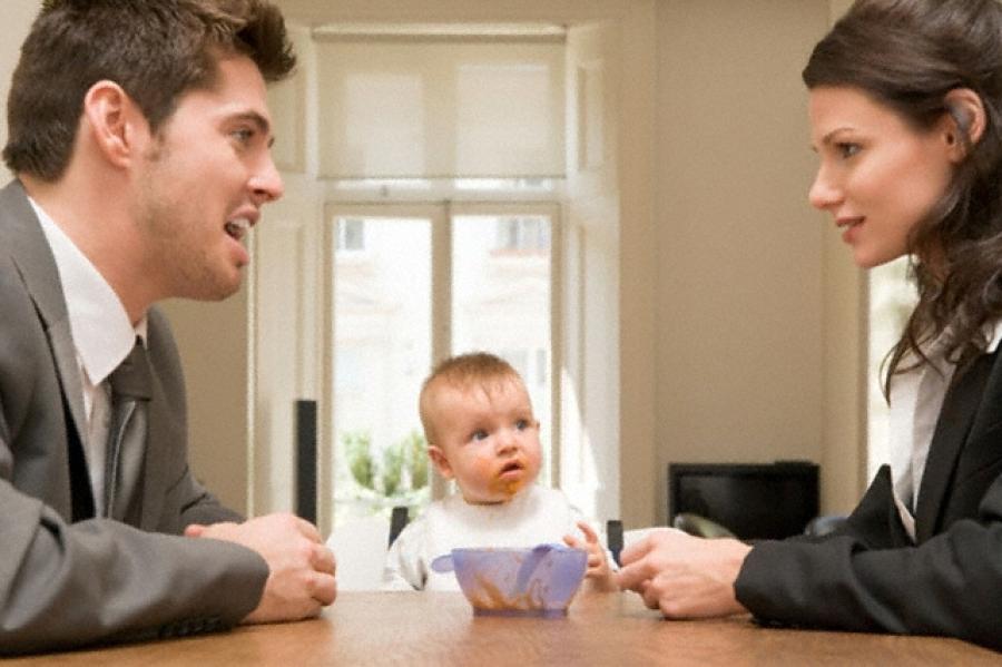 Алименты могут взыскиваться с отца как в добровольной, так и в принудительной форме