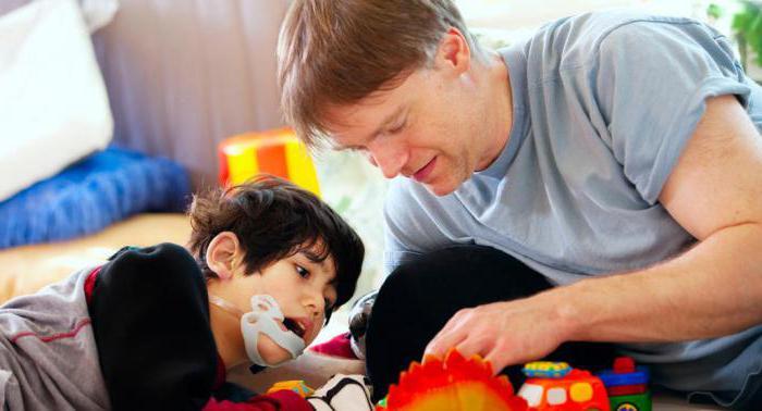 Если ребенок имеет инвалидность, то отец обязан участвовать в его содержании и после того, как тот достигнет 18 лет