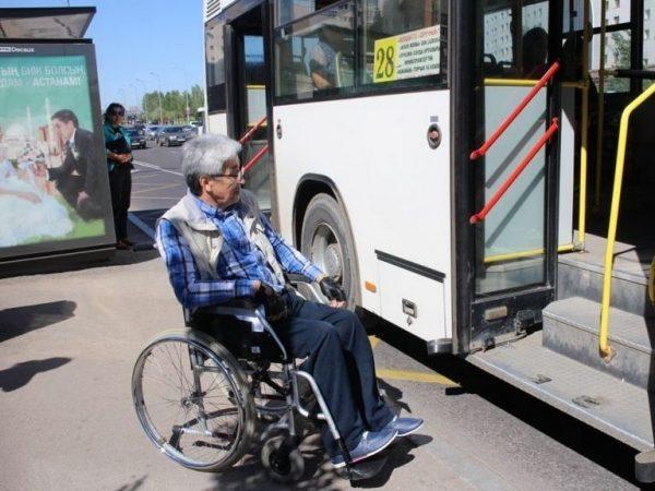 Получает инвалид от государства также и транспортные гарантии, согласно которым он может бесплатно путешествовать внутри своего населенного пункта и за его пределы, если едет туда на реабилитацию