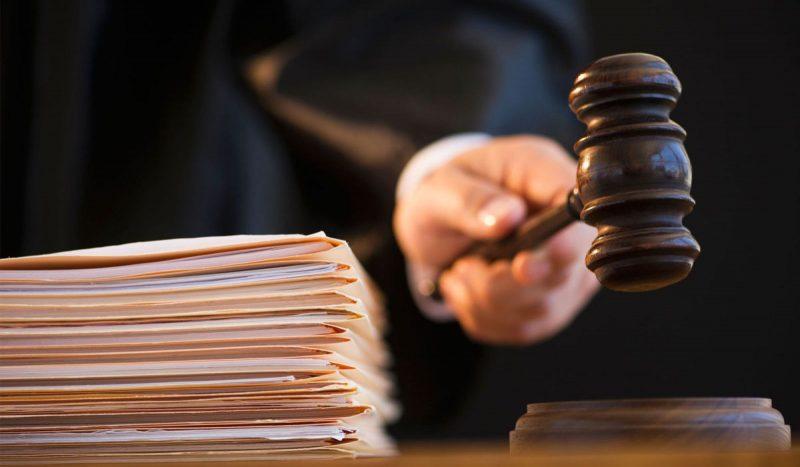 На данный момент чрезвычайные суды запрещены в России