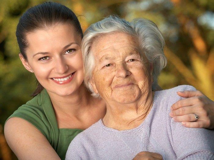 Опекун распоряжается имуществом пожилого гражданина и заботится о его самочувствии