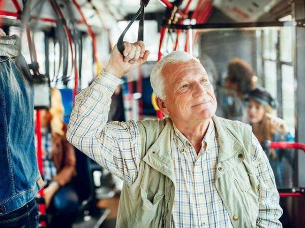 Пенсионер в автобусе