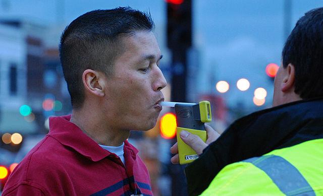 Перед применением алкотестера сотрудник ДПС должен убедиться в его исправности