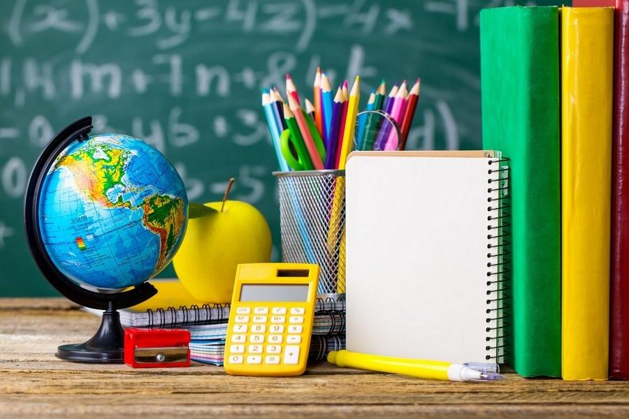 Покупка школьных учебников и принадлежностей требует от родителей значительных вложений