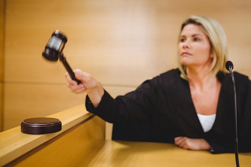 Судья может быть отстранен от судопроизводства, если ему заранее были известны детали конкретного дела