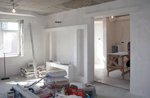 Нанимая подрядчика для выполнения работ, связанных с ремонтом квартиры, не забудьте заключить с ним договор, чтобы избавить себя от негативных последствий, которые могут возникнуть в ходе работ