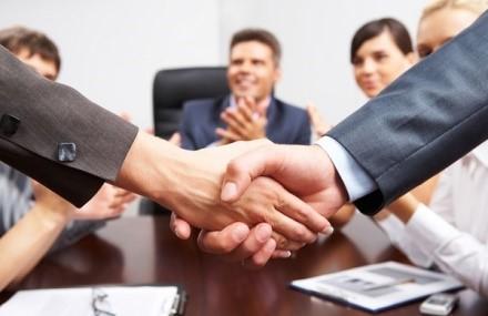 В опрос о заключении крупной сделки должен быть предварительно вынесен ООО на одобрение всеми членами организации