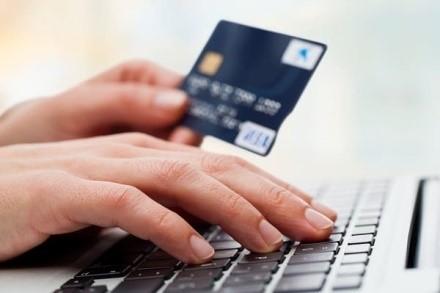Разрешается переводить средства между счетами резидентов, открытых на базе иностранных банков, даже при переводе отечественной валюты