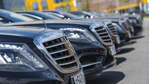 Если какой-либо льготник случайно окажется владельцем статусного автомобиля, стоимость которого превышает три миллиона рублей, он может быть освобожден от уплаты налога на роскошь, но лишь при условии, что транспортное средство будет иметь мотор слабее двухсот лошадиных сил