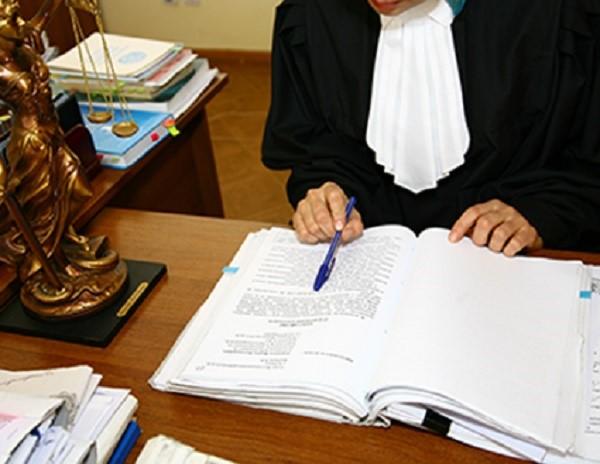 Чтобы получить возможность ознакомиться с протоколом судебного заседания, необходимо в официальном порядке заявить об этом своем желании, составив заявление соответствующего содержания