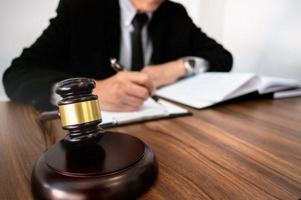 Составление протокола - обязанность секретаря, возложенная на его плечи законом. То, насколько качественно он будет выполнять свою работу, окажет воздействие на судьбы каждого участника рассматриваемого процесса