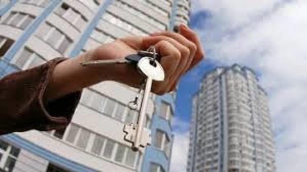 Вы, как дольщик, можете получить компенсацию в виду своей же квартиры в недостроенном доме. Данный путь в большинстве случаев наиболее выгоден обманутой стороне