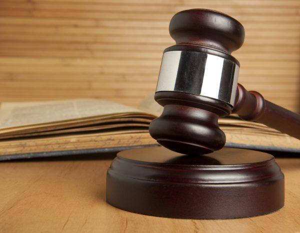 Опекунами можно стать только по решению суда