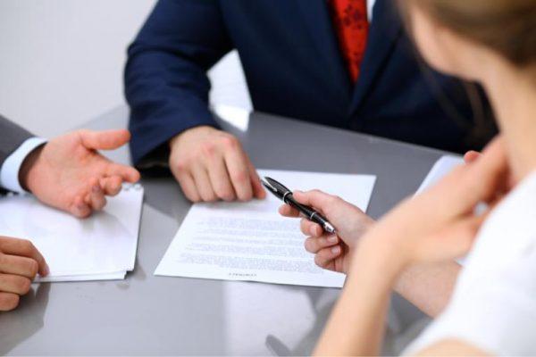 Расторжение брачного соглашения допускается в добровольном или судебном порядке