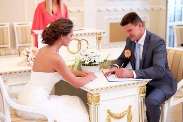 Срочная регистрация брака не может проводиться в торжественной обстановке