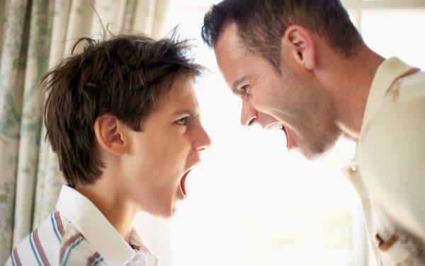 Ссора отца и ребенка