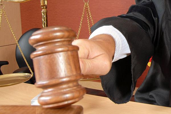 Суд над должностным лицом
