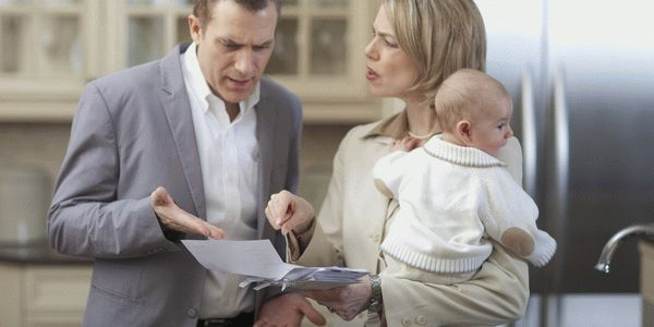 Супруги обсуждают соглашение об отмене отцовства