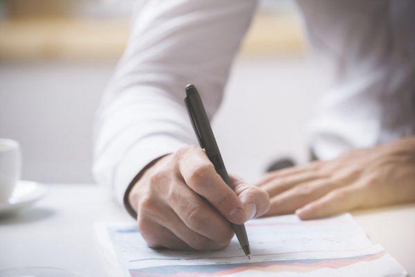 Написать заявление о желании отказаться от своих притязаний на ребенка
